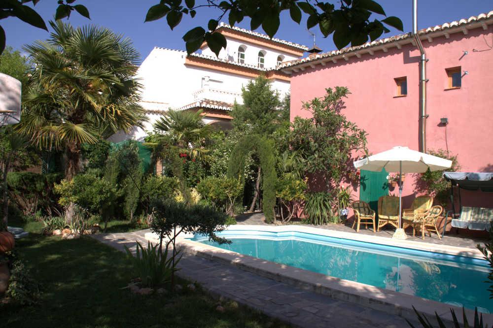 Jard n piscina casa la rubia for Piscina jardin centro